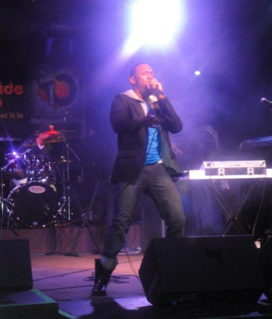 Deonis on stage
