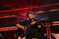 Israel Houghton performs in tribute to honoree CeCe Winans at BMI?s 2009 Trailblazers of Gospel event