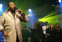 Marvin Sapp rocks on Wait On You